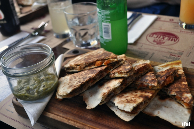 Quesadillas with chipotle chicken, portobello mushrooms, oregano and salsa borracha
