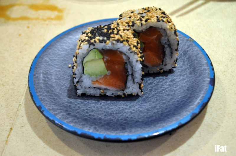 Sesame crusted salmon and avocado roll
