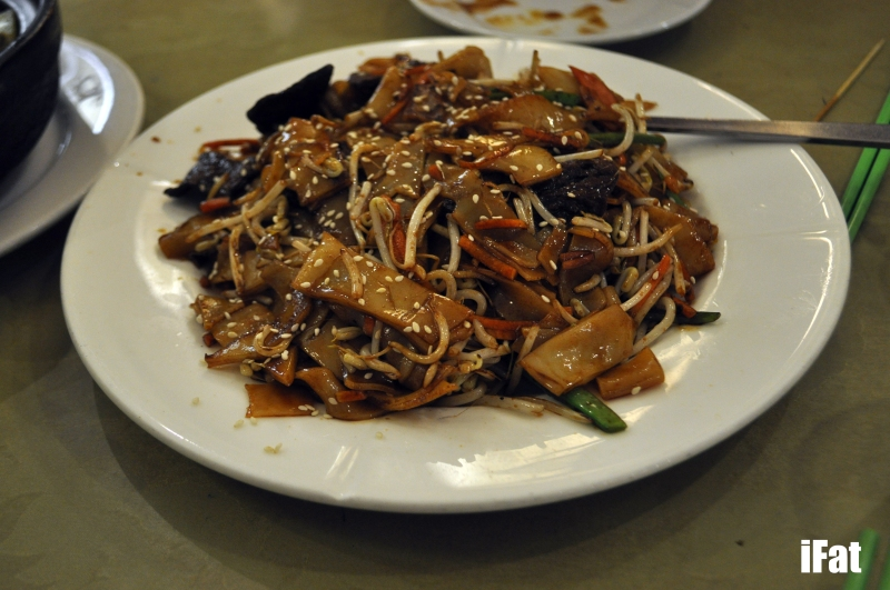 Braised fresh river noodle with 'beef'
